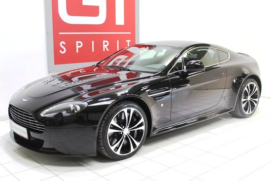 ASTON MARTIN - V12 Vantage Black Edition